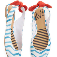 Dolce Vita Nautical Prance Partner Flat in Waves