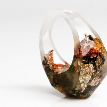 clear resin pointy size 8 eco resin ring with soft facets featuring variegated fall metallic flakes