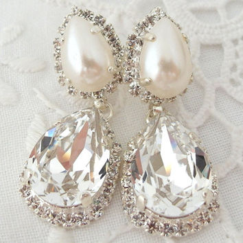 Bridal earrings, Crystal and pearl Chandelier Rhinestone earrings, Bright Silver Dangle earrings, Drop earrings, Weddings, vintage earrings