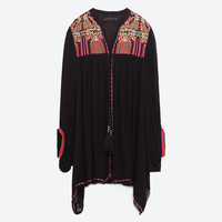FLOWING EMBROIDERED KIMONO DETAILS