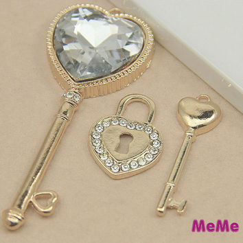 1 Set 3 Pieces Luxury Bling Crystal Alloy 3D Key Locker Kawaii Accessories Charm Cabochon Deco Den on Craft Phone Case DIY Deco kit AA1209
