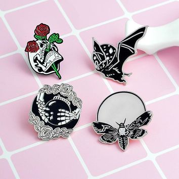 Trendy Vintage Bat Bee Brooches Skull Enamel Pin for Boys Girls Lapel Pin Hat/bag Pins Denim Jacket Shirt Men Brooch Badge Q269 AT_94_13