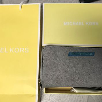 Genuine Michael Kors Saffiano Leather Pearl Grey /Jet Set Travel Purse Wallet
