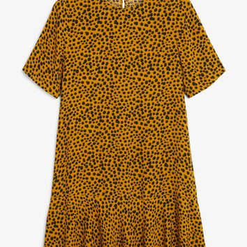 Flounce t-shirt dress - Leopard print - Dresses - Monki GB