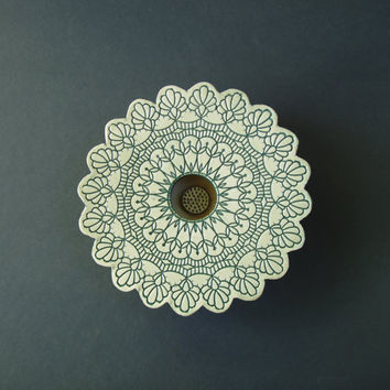 Doily Lace Ikebana Vase . green on white