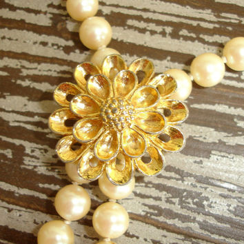 Vintage Ivory Faux Pearl Necklace, Removable Gold Flower Clip, Classic Cream Glass Pearl Necklace, Estate Jewelry, Costume Jewelry