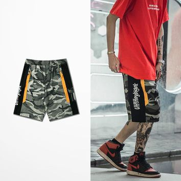 2018 New Fashion Design Camouflage Cargo Shorts High Street Hip Hop Casual Wear Patchwork Pockets Army Camo Shorts Men
