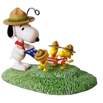 Peanuts Snoopy Flag Folding Ceremony Ornament