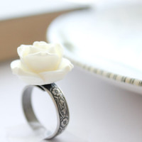 Cream Rose Ring, Flower Ring, Ivory Ring, Victorian, Romantic, Bridal, Bridesmaids Accessories, Resin Rose, Antique Silver Floral