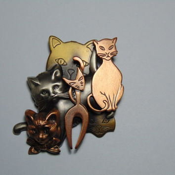 K & T Cats Cat Brooch SIGNED Multi Colored Copper Pewter and Bronze Colors Purrfect for the Cat lover