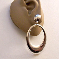 Door Knocker Hoop Clip On Earrings Silver Tone Vintage Extra Large Lightweight Graduated Band White Padded Round Top Button