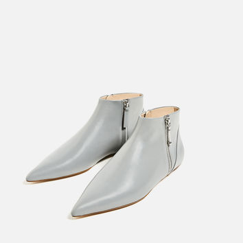 FLAT POINTED LEATHER ANKLE BOOTS DETAILS