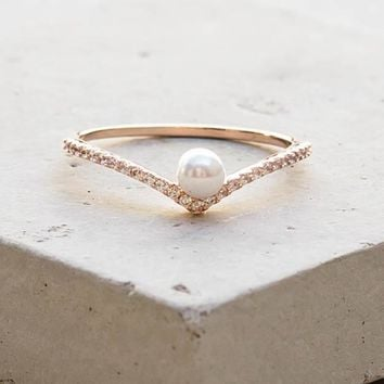 V Pearl Ring - Rose Gold