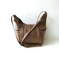 80s brown leather shoulder purse / slouchy bag / crescent shape bag