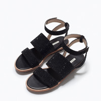 Flat sandals with shiny details