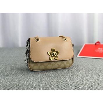 [United States purchasing] coach milk tea color snake pattern camellia clamshell chain bag F72624  banquet bag