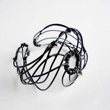 black wire cuff - geometric jewelry , twisted wire , thick ,  wire jewelry , wire wrap , abstract bracelet , goth bracelet , spiral cuff