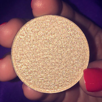 Shade name ( Slippery When Wet ). Light gold pearl highlighter. Smooth, rich textuture. Vegan and cruelty-free.