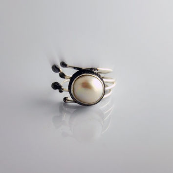 Modern Adjustable Pearl Ring - Artisan Jewelry - Sterling Silver - Hands Collection