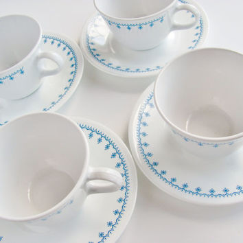 Corning Ware Corelle Snowflake Blue Garland Cup and Saucer Set of Four 1976 Pyrex Compatible