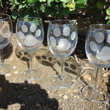 Wine Glasses with Etched Paw Prints 10oz Set of 4