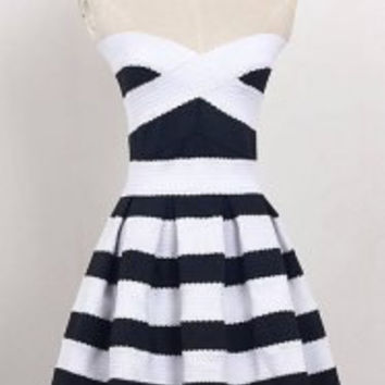 Sexy Criss-Cross Black And White Stripe Strapless Short Day Dress For Women
