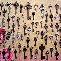 62 New Skeleton Keys Brass Charms Jewelry Steampunk Wedding Beads Supplies Pendant Set Collection Reproduction Vintage Antique Look Crafts
