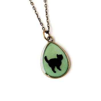 Cat Necklace, Retro Cat Silhouette Pendant, Vintage Style, Cat Jewelry, Resin Jewelry, Animal Jewelry, Gift for Pet Cat Lover (1007)