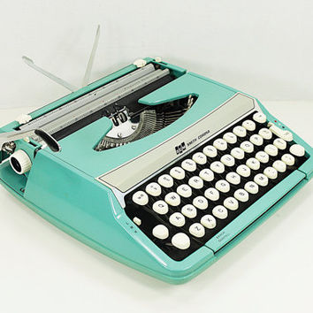 Vintage Smith-Corona Corsair Deluxe Portable Manual Typewriter made in England with Carrying Case