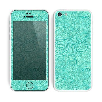 The Teal Leaf Laced Pattern Skin for the Apple iPhone 5c