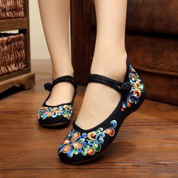 Floral Embroidery Wedge Heel Chinese Knot Retro Shoes