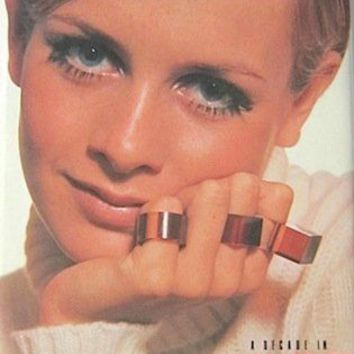 The Sixties: A Decade in Vogue - HARDCOVER ** Very Good Condition ** | eBay