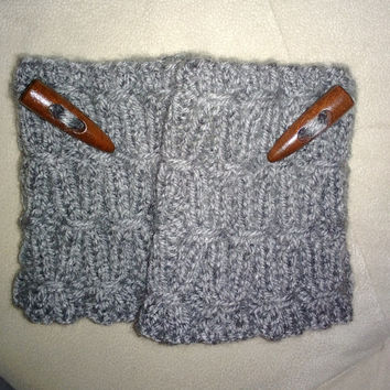Hand Knitting Women White Boot Cuffs with Wooden Button / Boot Socks / Leg Warmers / Ready to Shipping