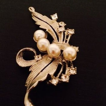pearl brooch, wedding brooch, bridal brooch, wedding accessories, bridal  pearl brooch