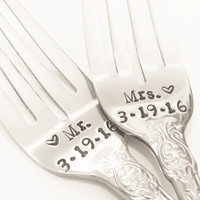 Mr.and Mrs. personalized wedding forks - new forks – wedding cake fork, wedding gift, engagement gift, bridal shower gift