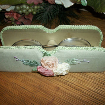 Eyeglass Holder Nightstand Glass Caddy Sea Foam Green Spec Rest with Pink Ribbon Roses Cottage Chic Boudoir Reading Accessory
