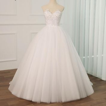 Ball Gown Wedding Dress Applique Pearls Sweetheart Bridal Dresses with Detachable Train