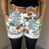 Unique White Floral Vintage Hipster Women's High-Waisted Shorts Size Small