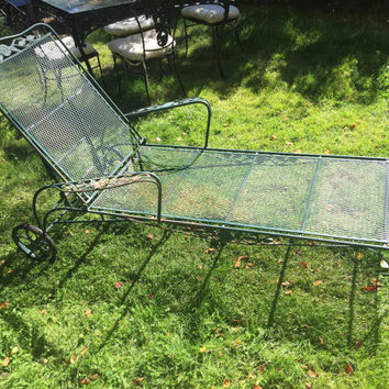 Vintage Wrought Iron Salterini Woodard Mesh Metal Chaise Lounge Chair