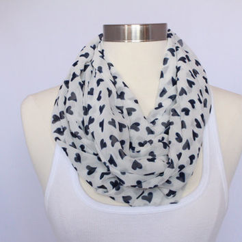 Lightweight Infinity Scarf - Off-White with Navy Hearts
