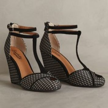 Seychelles Catch A Glimpse Wedges Black Motif