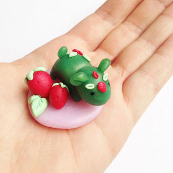 Strawberry Creature Figurine, Handmade Polymer Clay collectible, Kawaii Tiny Fantasy Sculpture, Strawberries, Spirit Charm, miniature