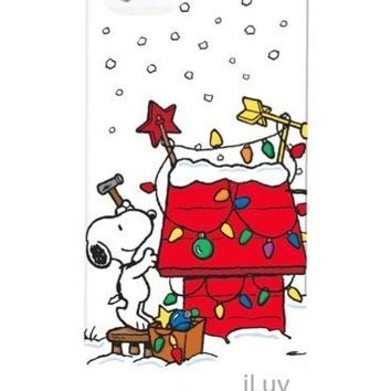 iLuv Peanuts Snoopy Christmas Hardshell Case for Apple iPhone 5/5s - 1 Pack - Retail Packaging (Holiday Lights - White)