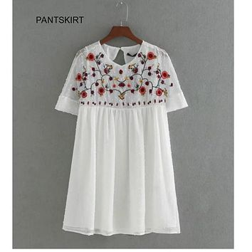 2017 women vintage Short sleeved seersucker Siamese dress elegant fashion floral embroidery casual slim dress DS069