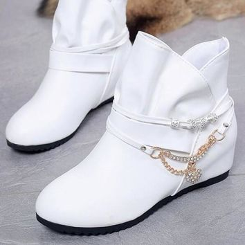 New White Round Toe Flat Rhinestone Chain Fashion Ankle Boots