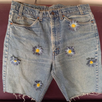 Levi's shorts, decorated Levi's cutoffs, 517, zipper blue jean shorts,blue jeans cutoffs,decorated with blue daisys,vintage levi shorts