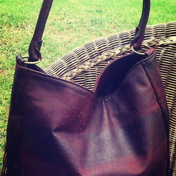 Curvy shoulder tote bag is classic and timeless. Genuine lambskin leather with cotton lining. Single shoulder handle and curved lines.