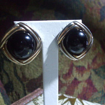 Sophisticated Vintage Classy Domed Jet Black Glass Onyx and Gold Tone Geometric Round Statement Fashion Clip Back Earrings