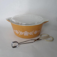 Pyrex Butterfly Gold Casserole Dish 2 1/2 Qt # 475 B with Lid