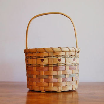 Round Wood Splint Basket, Dyed Splint Basket with Hearts, Catch All Mail Basket, Farmhouse Cottage Kitchen Bathroom, Rustic Chic Decor